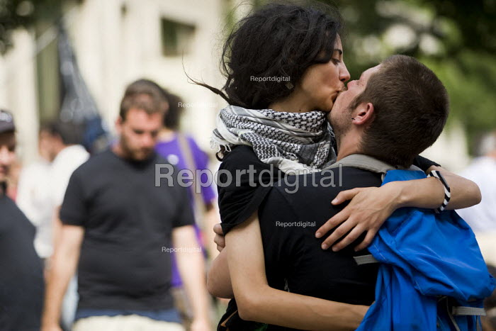 Protesters kiss. Anti G8 Summit demonstration in LAquila. Italy. - Jess Hurd - 2009-07-10