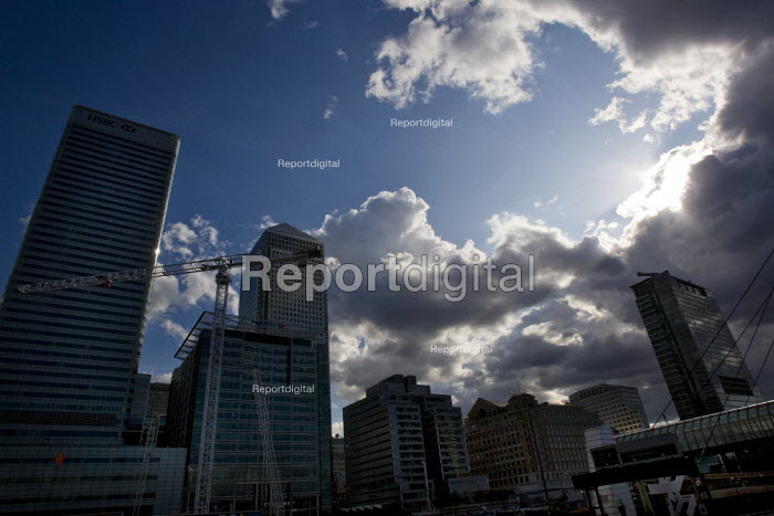 Storm clouds gather over Canary Wharf, London Docklands. - Jess Hurd - 2009-08-02