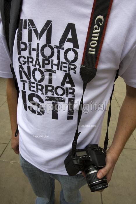 I'm a Photographer Not a Terrorist t-shirt. London. - Jess Hurd - 2009-08-26