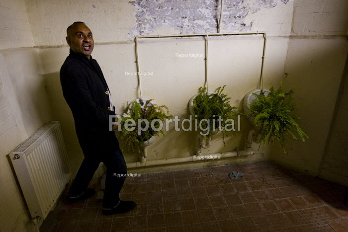Guerrilla gardening. Hackney urinals with ferns. An East London men's toilet. - Jess Hurd - 2009-08-16