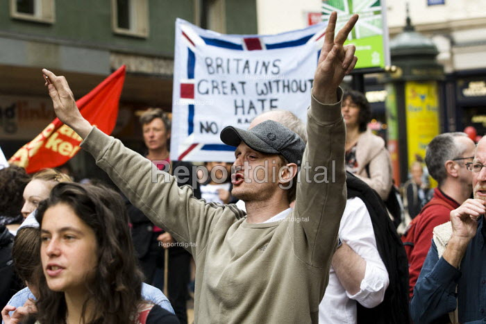 Unite Against Fascism demonstrate against the English Defence League march in Birmingham - Jess Hurd - 2009-09-05