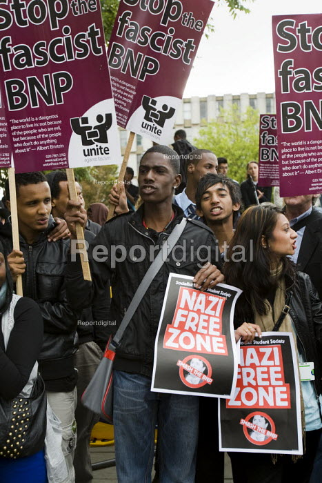 Anti-fascist demonstrators and local muslim youths gathered to counter a threatened march by right wing groups outside Harrow Central Mosque. London. - Jess Hurd - 2009-09-11