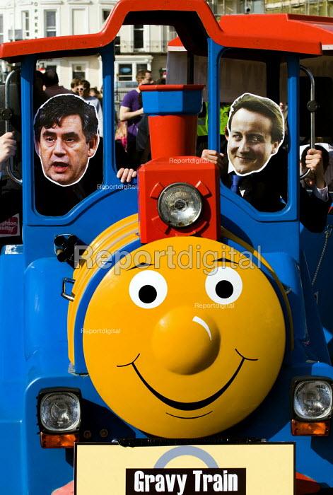 Vote for Change sponsored gravy train. Brighton. - Jess Hurd - 2009-09-27