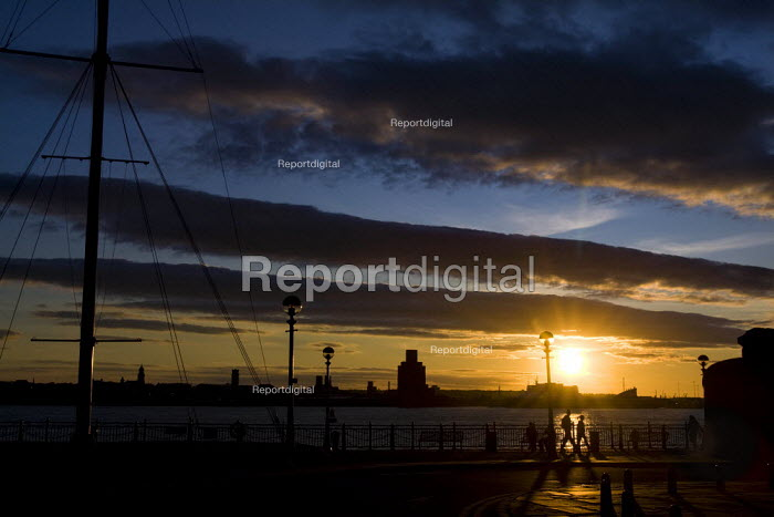 Sunset over the River Mersey, Albert Dock. Liverpool. - Jess Hurd - 2009-09-13