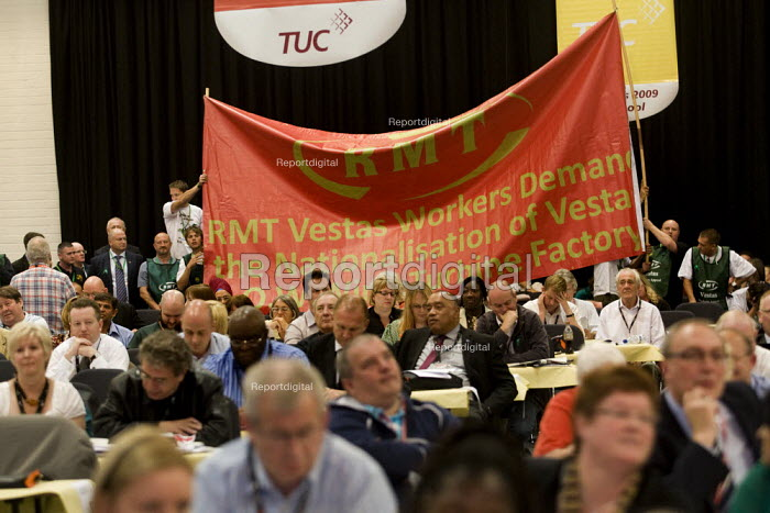 RMT Vestas workers hold up a banner as Ed Miliband MP speaks at TUC Conference, Liverpool. - Jess Hurd - 2009-09-16