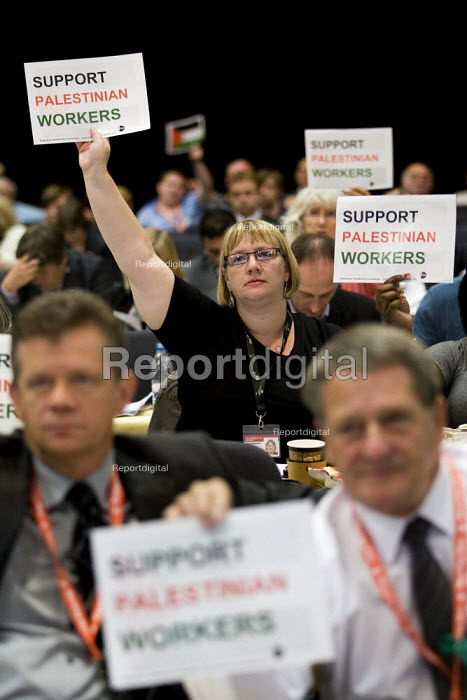 Delegates hold up Palestinian flags during the motion on Palestine. TUC Conference, Liverpool. - Jess Hurd - 2009-09-18