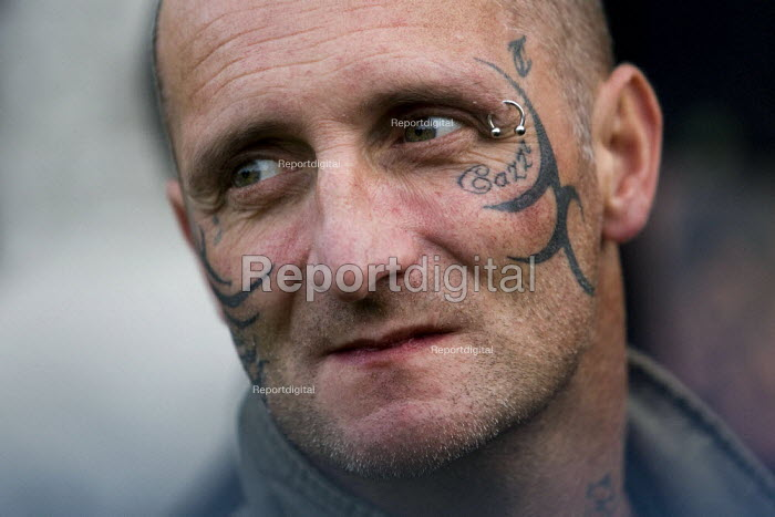 Tattoed face. English Defence League march in Leeds - Jess Hurd - 2009-10-31