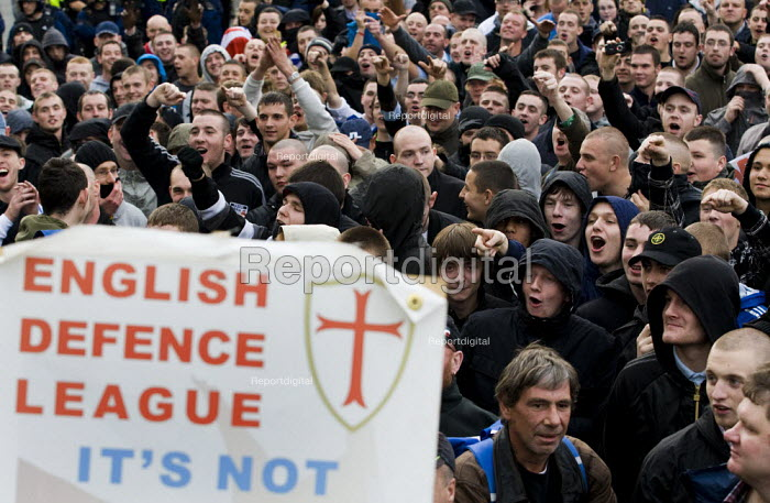English Defence League march in Manchester countered by Unite Against Fascism. - Jess Hurd - 2009-10-10