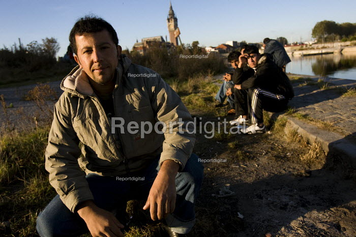 Refugees in Calais wait for food from Salam. France. - Jess Hurd - 2009-10-15