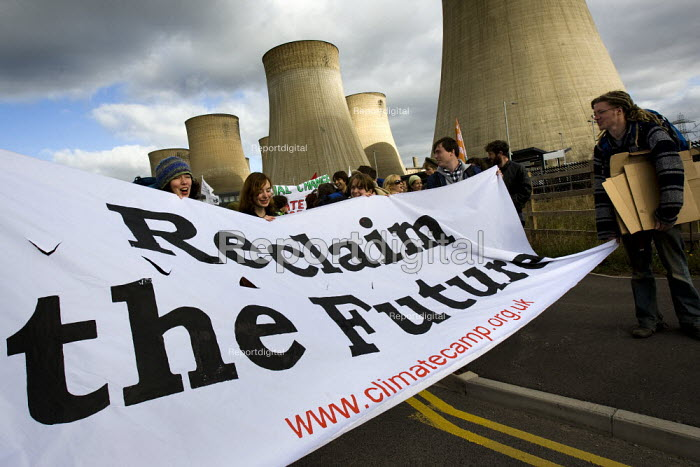 Reclaim the future. Climate Camp Swoop at the E.ON coal fired power station, Ratcliffe on Soar, Nottingham. - Jess Hurd - 2009-10-17