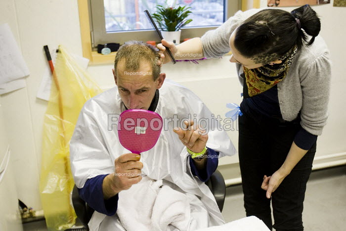 Marick a homeless man from Poland gets a haircut from a volunteer hairdresser. Crisis day centre opens at Bermondsey City of London Academy. Providing homeless and vulnerably housed people with a range of services and shelter. - Jess Hurd - 2009-12-23