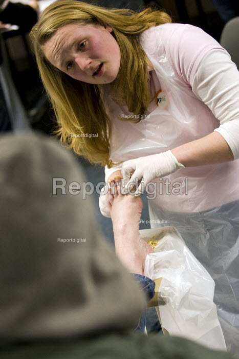 Thomas sees a podiatrist for a pedicure and has his nails cut. Crisis day centre opens at Bermondsey City of London Academy. Providing homeless and vulnerably housed people with a range of services and shelter. - Jess Hurd - 2009-12-23