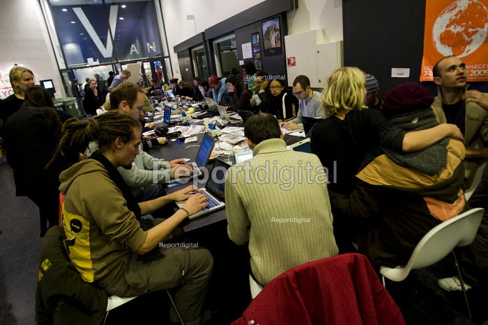 The Peoples Summit, Climate Forum. Protests against COP15 United Nations Climate Change Conference, Copenhagen 2009, Denmark. - Jess Hurd - 2009-12-11
