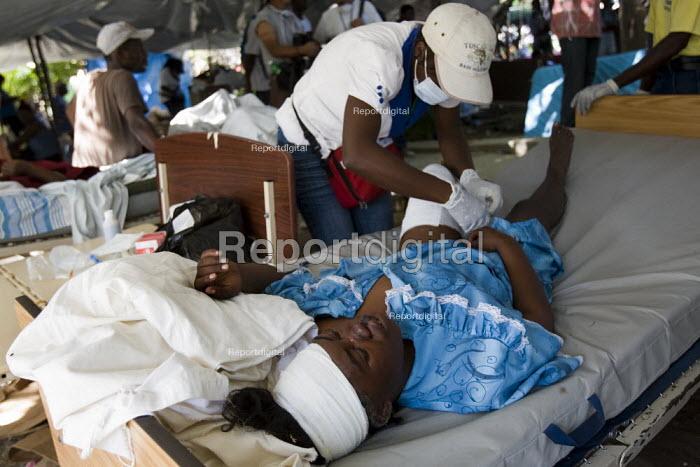 Field hospital, Haiti earthquake. Port-au-Prince. Haiti. - Jess Hurd - 2010-01-18