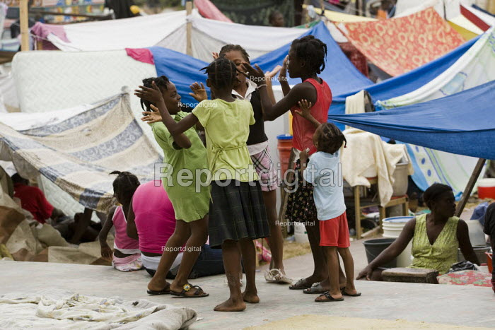 Children playing. Earthquake IDP camp outside the TV Centre. Haiti earthquake. - Jess Hurd - 2010-01-19