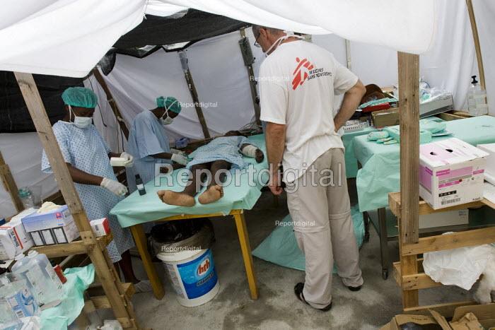 Medecins Sans Frontieres field hospital. Port-au-Prince, Haiti earthquake - Jess Hurd - 2010-01-19