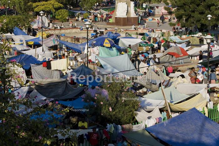 Haiti earthquake victims camp outside the palace. Port-au-Prince - Jess Hurd - 2010-01-18