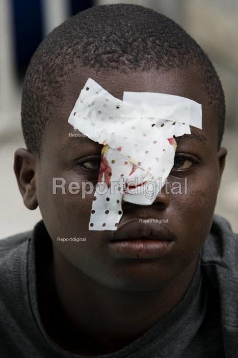 Medecins Sans Frontieres field hospital. Port-au-Prince, Haiti earthquake - Jess Hurd - 2010-01-18