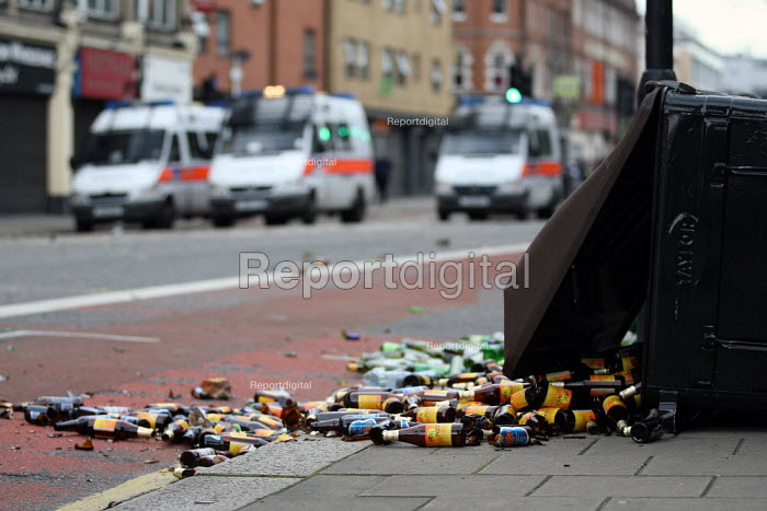 Riots spread to Hackney following the fatal police shooting of Mark Duggan, East London. - Jess Hurd - 2011-08-08