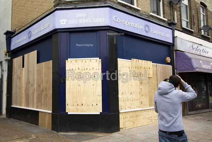 Boarded up funeral directors shop. Riots spread to Hackney following the fatal police shooting of Mark Duggan, East London. - Jess Hurd - 2011-08-08