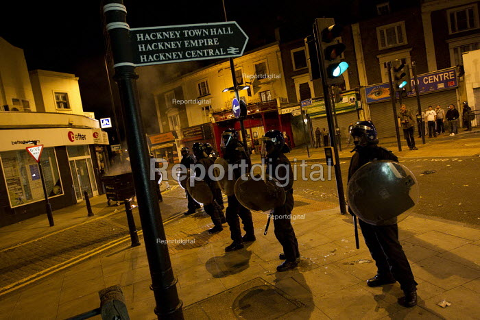 Riots spread to Hackney following the fatal police shooting of Mark Duggan, East London. - Jess Hurd - 2011-08-09