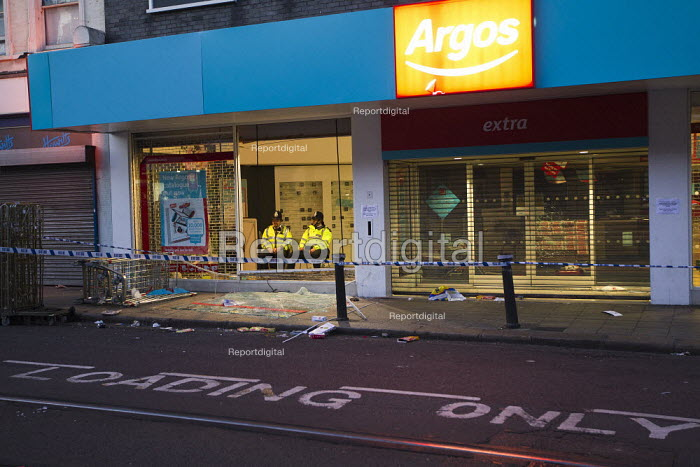 Police protect Argos as riots spread to Croydon following a fatal police shooting. Riot police struggle to maintain order as rioting spreads across the country after Mark Duggan, 29 was killed. East London. - Jess Hurd - 2011-08-08