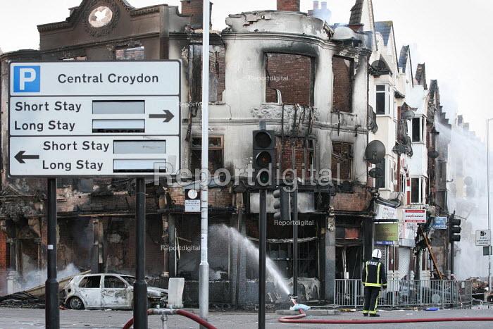 Riots spread to Croydon following the fatal police shooting of Mark Duggan, 29. - Jess Hurd - 2011-08-08