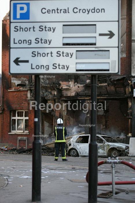 Riots spread to Croydon following the fatal police shooting of Mark Duggan, 29. - Jess Hurd - 2011-08-09