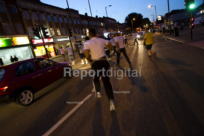 Vigilantes on patrol in Enfield chase after suspected looters. Riot spreads across the country after Mark Duggan, 29, a father of four, was killed. London. - Jess Hurd - 2011-08-09