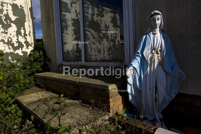 Virgin Mary statue outside a traveller home. Camp Constant, the direct action camp supporting travellers against the eviction of Dale Farm, Basildon, Essex. - Jess Hurd - 2011-08-27