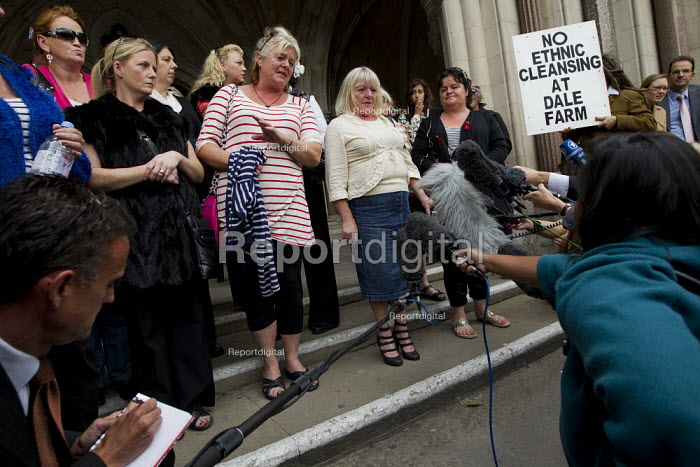 Travellers from Dale Farm and their supporters at the High Court in an appeal to stop their eviction by Basildon Council. London. - Jess Hurd - 2011-08-31