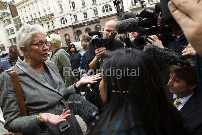 Travellers from Dale Farm are supported by actress Vanessa Redgrave at the High Court in an appeal to stop their eviction by Basildon Council. London. - Jess Hurd - 2011-08-31