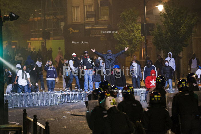 Riots in Tottenham. Riot police clashed with hundreds of rioters after the fatal shooting of Mark Duggan, 29, who was killed by police on Thursday. North London. - Jess Hurd - 2011-08-06