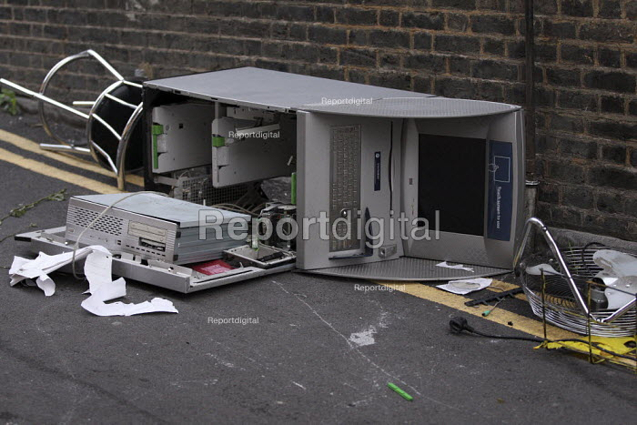 Vandalised ATM machine. Riots in Tottenham. Riot police clashed with hundreds of rioters after the fatal shooting of Mark Duggan, 29, who was killed by police on Thursday. North London. - Jess Hurd - 2011-08-06