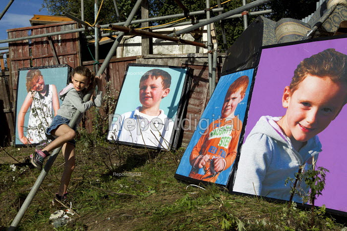 Travellers from Dale Farm on eviction day. Basildon. Essex. - Jess Hurd - 2011-09-19