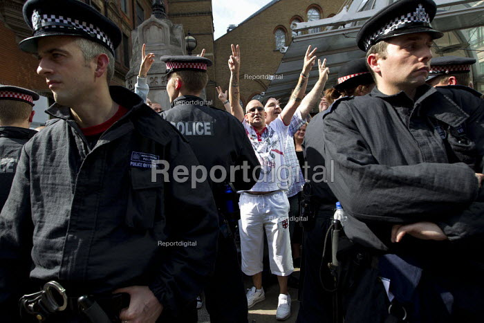 English Defence League attempt to march in Tower Hamlets is stopped by a state ban and the mobalisation of local people by Unite Against Fascism. East London. - Jess Hurd - 2011-09-03
