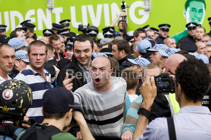 EDL members abusing the media. English Defence League attempt to march in Tower Hamlets is stopped by a state ban and the mobalisation of local people by Unite Against Fascism. Police march them over Tower Bridge to pubs in Bermondsey. South London. - Jess Hurd - 2011-09-03