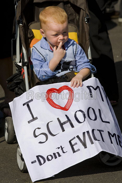 I love my school, don't evict me. Travellers from Dale Farm and their supporters march against eviction by Basildon Council. Essex. - Jess Hurd - 2011-09-10