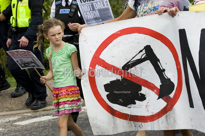 No ethnic cleansing. Travellers from Dale Farm and their supporters march against eviction by Basildon Council. Essex - Jess Hurd - 2011-09-10