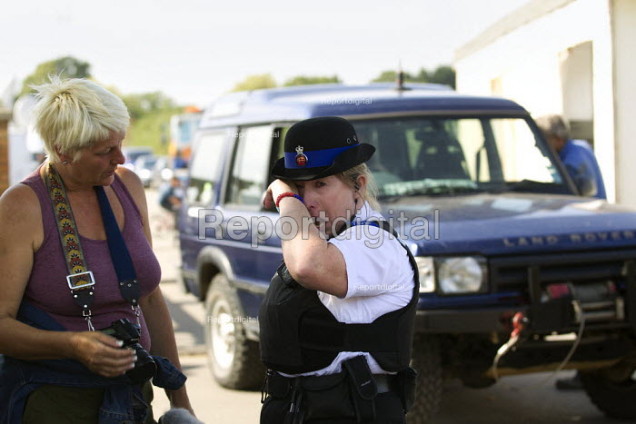 PCSO breaks down as travellers from Dale Farm move their chalets to safety ahead of fighting the eviction by Basildon Council, Essex. London. - Jess Hurd - 2011-09-16