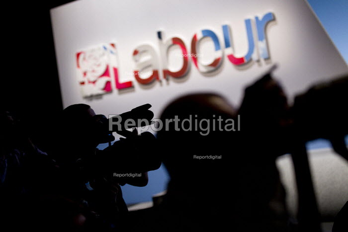 Photographers at Labour Conference, Liverpool 2011. - Jess Hurd - 2011-09-28