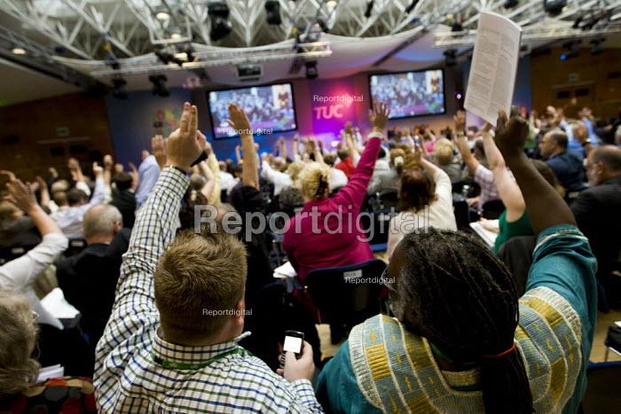 RMT delegates voting. TUC London. - Jess Hurd - 2011-09-12