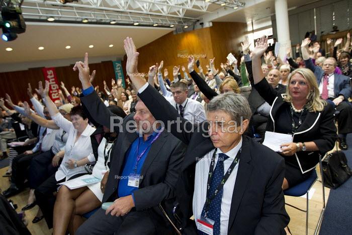 Dave Prentis Unison and delegation voting on pensions debate. TUC 2011 London. - Jess Hurd - 2011-09-14