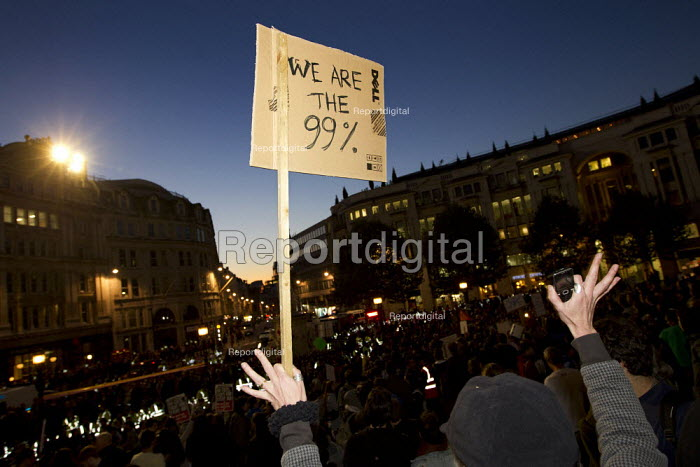 We are the 99%. Occupy the London Stock Exchange against financial speculators and the banking crisis. St Paul's, London. - Jess Hurd - 2011-10-15