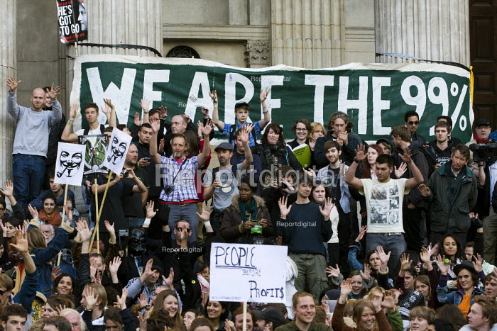 We are the 99%, Occupy the London Stock Exchange against financial speculators and the banking crisis. St Paul's, London. - Jess Hurd - 2011-10-15