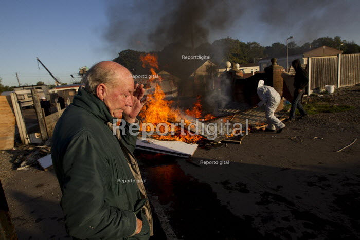 Emotional scenes as travellers and their supporters are evicted from Dale Farm, Basildon. London. - Jess Hurd - 2011-10-19