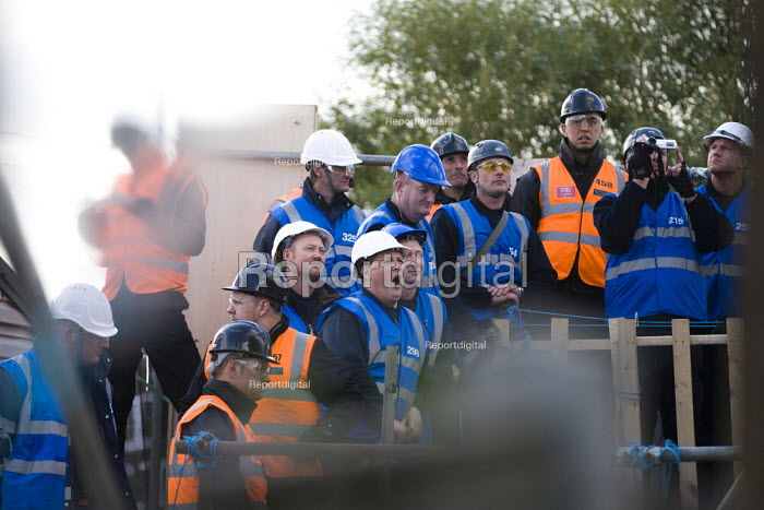 Bailiffs move in to remove travellers and their supporters from Dale Farm, Basildon. London. - Jess Hurd - 2011-10-19