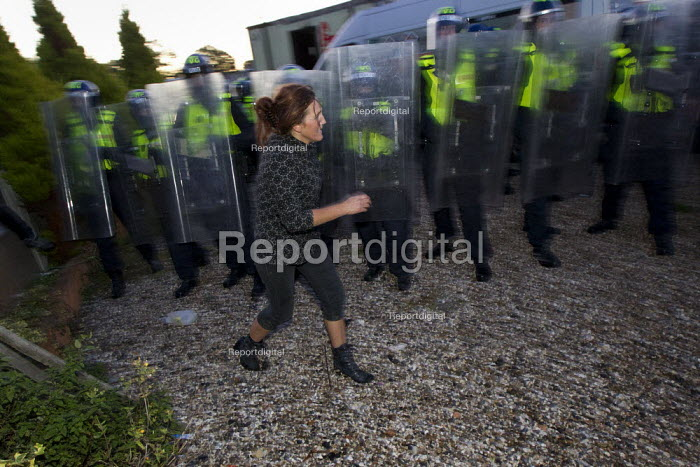 Emotional scenes as riot police move in to remove travellers and their supporters from Dale Farm, Basildon. London. - Jess Hurd - 2011-10-19