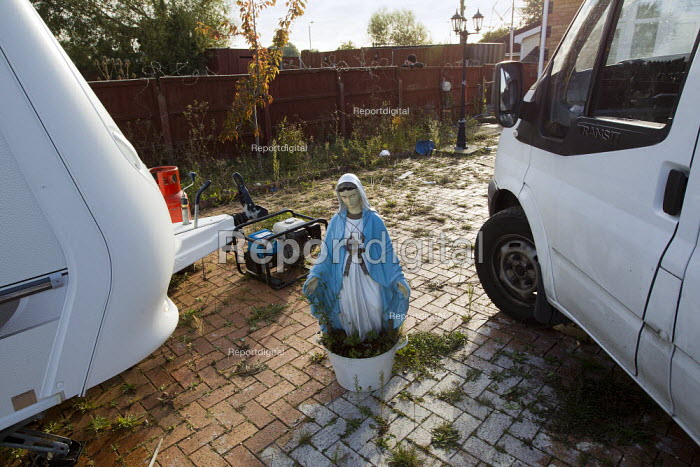 Religious statue on a legal plot as travellers from Dale Farm are evicted by bailiffs and police hired by Basildon Council. Essex. - Jess Hurd - 2011-10-20