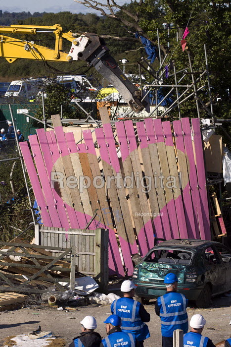 Bailiffs destroy the symbolic gate structure which defended Dale Farm. Travellers are evicted by bailiffs and police hired by Basildon Council. Essex. - Jess Hurd - 2011-10-20